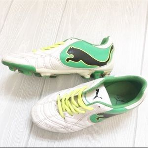 Puma soccer Cleats Youth size 6 green and white